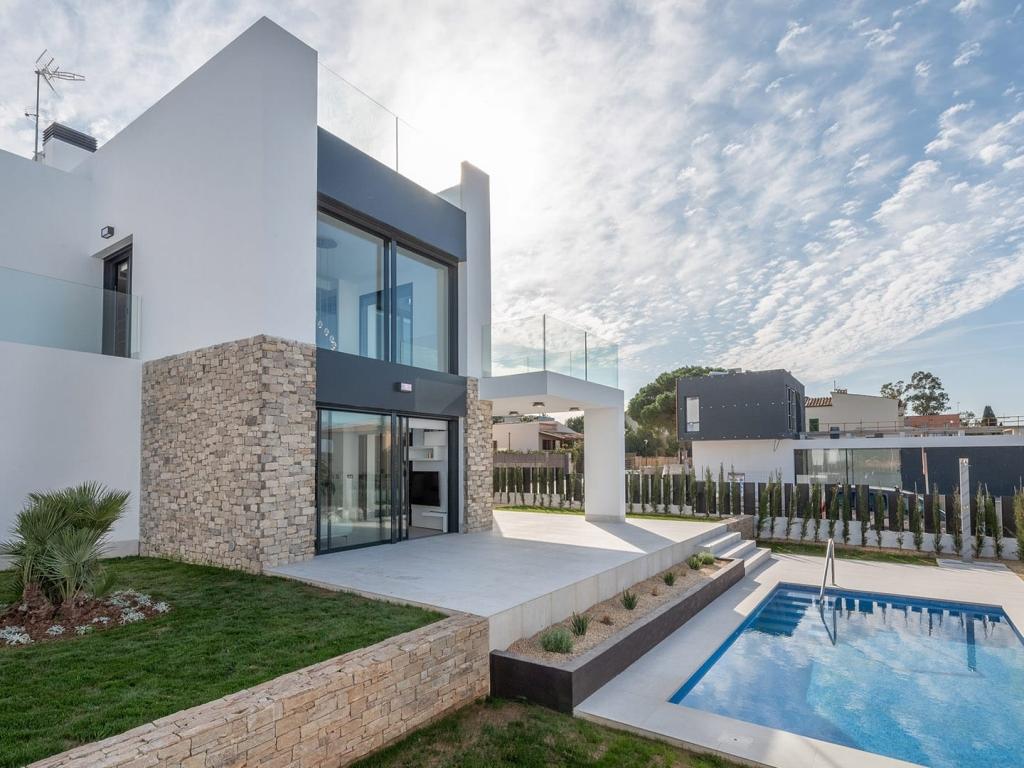 Villa exterior 3
